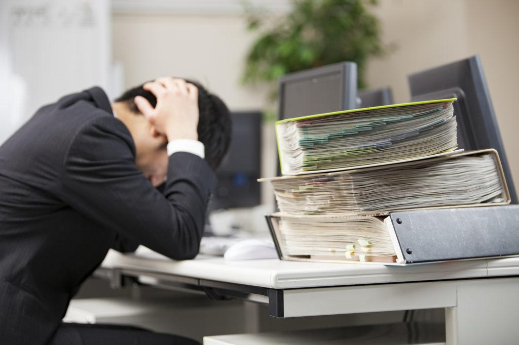 退職前引き継ぎ多すぎて悩む社員