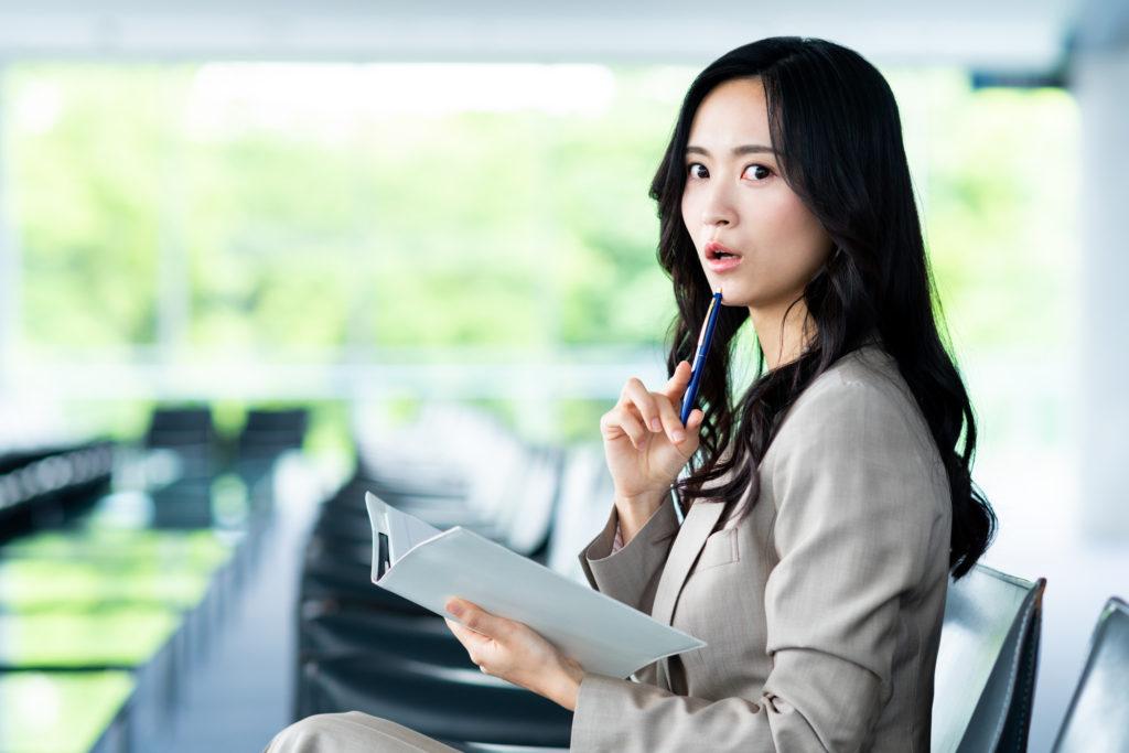 自己都合退職したものの会社都合に変更したい女性