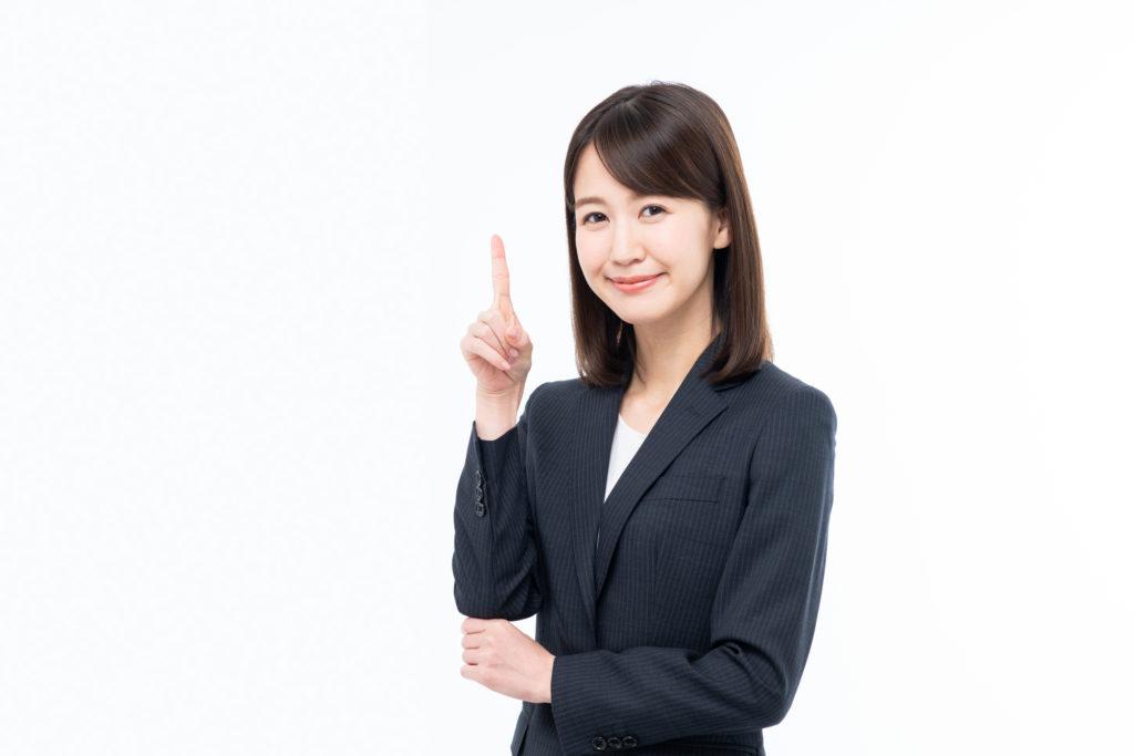 労災申請の前に知っておくべきポイントを紹介する女性