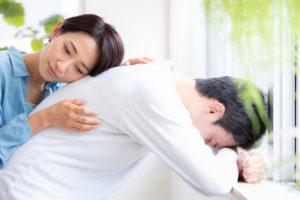 精神障害の労災認定に悩む男性
