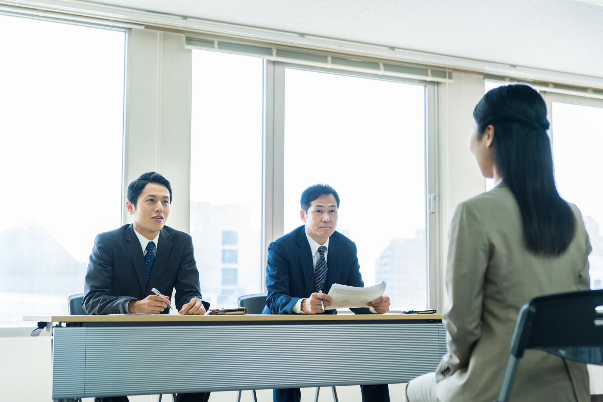 失業給付金期間中に求職活動で面接を受ける人