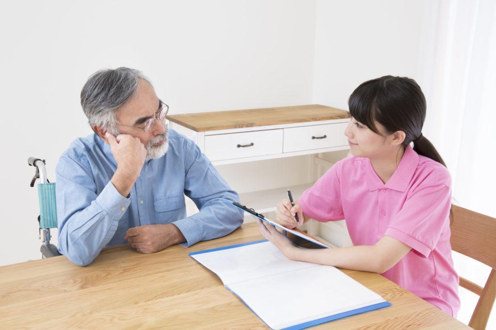 介護保険の申請をしている家族
